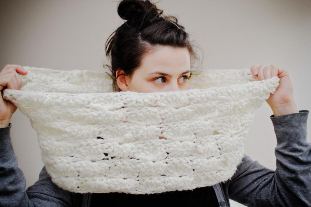 Chunky Starry Lace Crochet Infinity Cowl in Cream